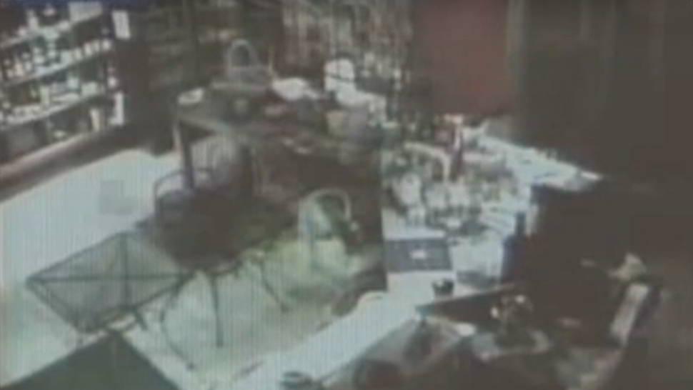 Fantasma ripreso in negozio da telecamera sicurezza
