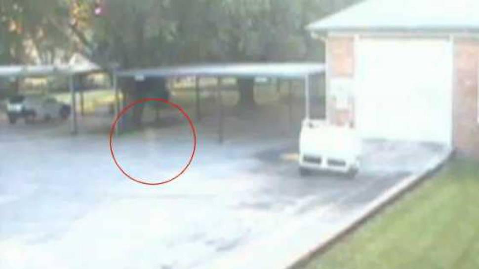 Fantasma in un parcheggio, catturato in video