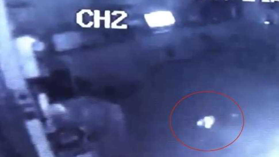 Fantasma burlone si diverte in pizzeria - video