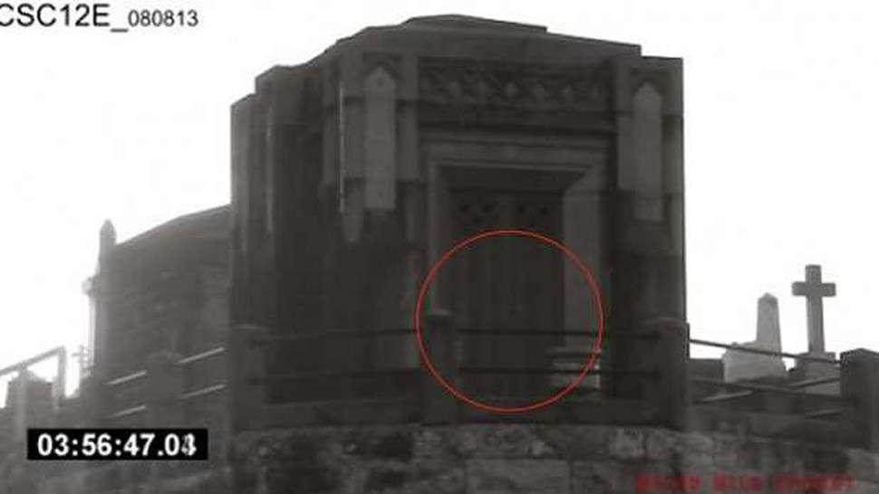 Fantasma apparso nel cimitero di Sofia - video
