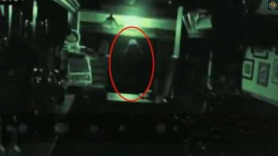 Video agghiacciante di fantasma in un pub inglese2