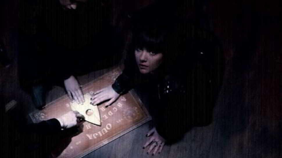 La Tavola Ouija e il fantasma senza piedi