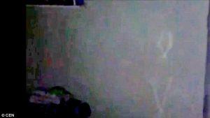 Esorcista in azione contro gli spiriti maligni1