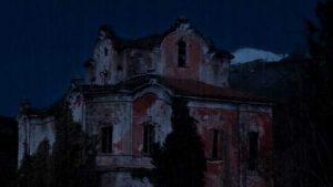 Villa de Vecchi, il mistero dei fantasmi della Casa Rossa