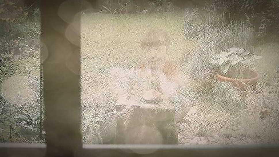 La bambina fantasma che rubava i fiori in giardino