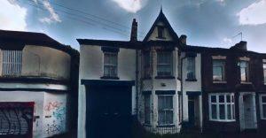 Hostel - Passeresti la notte in questa casa infestata dai fantasmi?