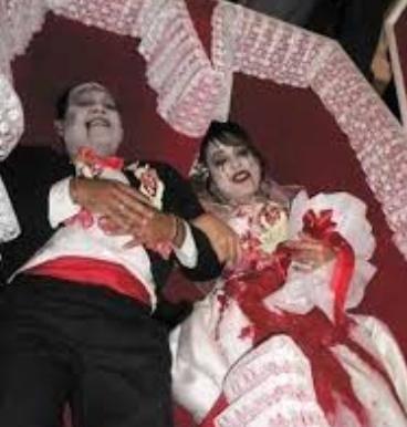 Fantasmi che si sposano per rispetto della tradizione2
