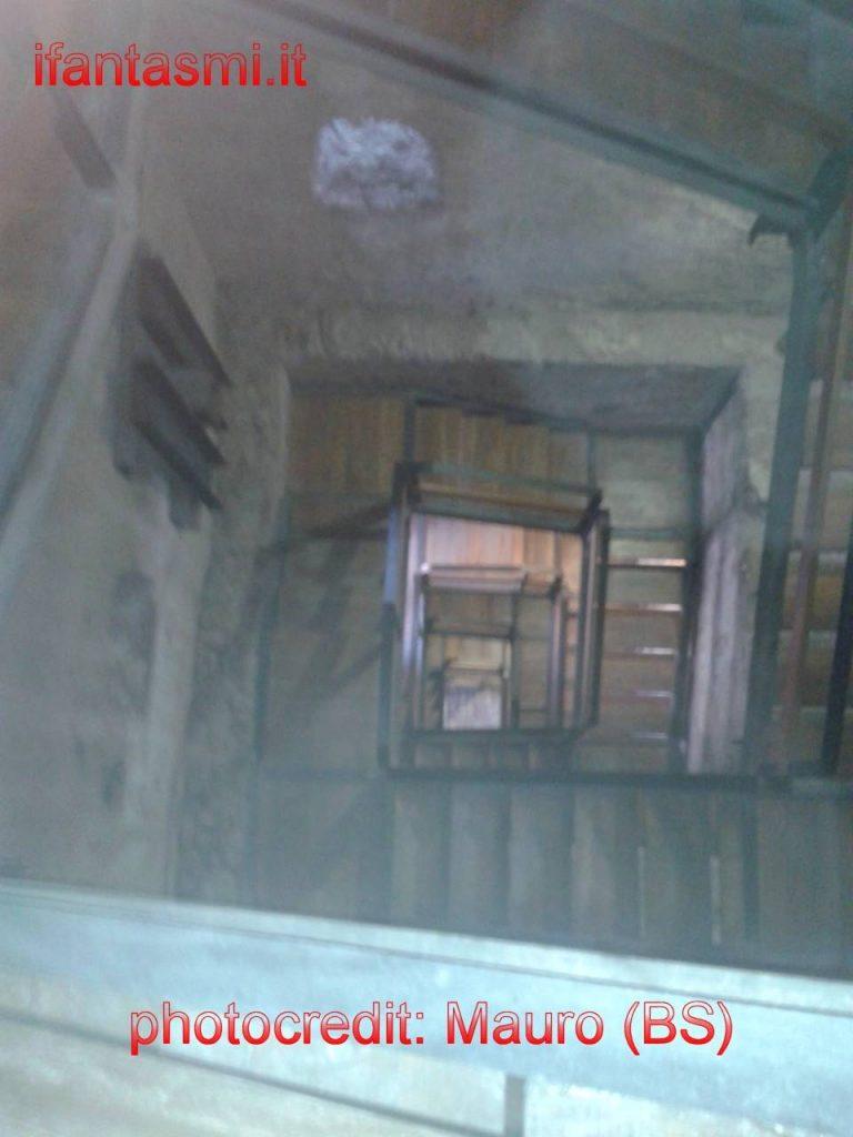 un fantasma nel castello di valeggio fotografato nella torre