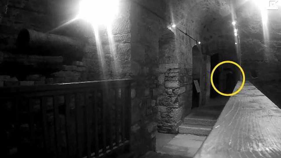Video shock riprende il fantasma di un impiccato