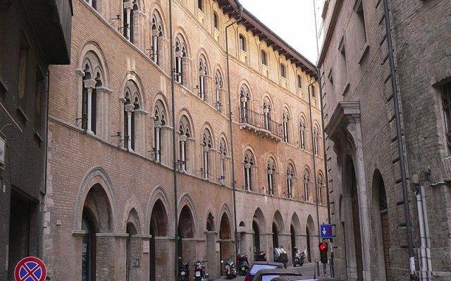 Il pianoforte posseduto nella biblioteca di Palazzo Benincasa2